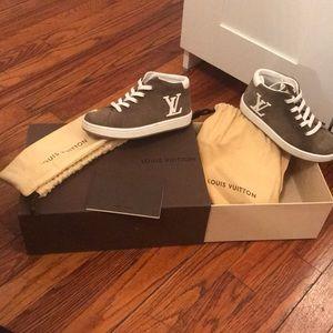Louis Vuitton kids sneaker size 10.5